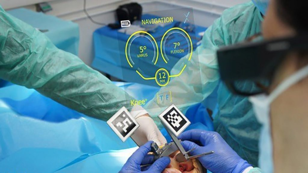 Surgery assisted by AR.